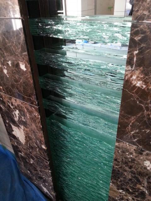 積層ガラス・壁面オブジェを目黒区八雲のマンションエントランスに設置しました。