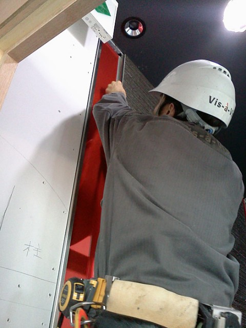JPタワー積層ガラス取付工事2日目(C)Atelier Vis-à-Vis