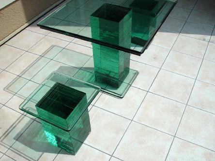 三井ホーム・赤羽展示場 積層ガラスの椅子とテーブル