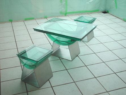 三井ホーム・平井展示場 積層ガラスのテーブルと椅子