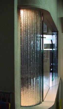 上出歯科医院 積層ガラスとエッチンググラスのインフォメーションカウンター
