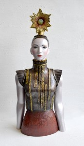 たかてらす:Takaterasu 2013 銅、ガラス、金属箔粉、ジルコニア W270 × D165 × H615 mm (C) Maya's 鍛金・ガラス造形作家 若林真耶 Maya Wakabayashi