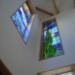《小出邸 ゴッホ・糸杉のステンドグラス》玄関から見上げると・・・