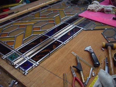 分解された部分をレッドケイムで組み込み始めたところです。