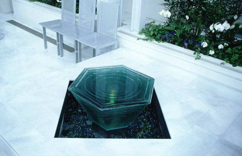 ガラスの泉を積層ガラス・FL19mmで制作しました。