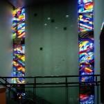 アンティークグラスを多く使用しているため、陽の光が有る時間には館内から色鮮やかなステンドグラスを楽しむことができます。ステンドグラス・葛飾区郷土と天文の博物館 全体写真