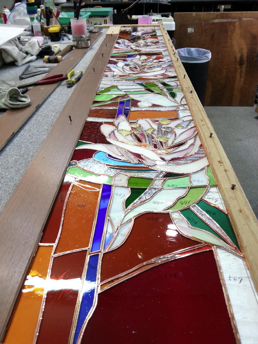 アルカディア歯科・町田 ステンドグラス、原寸図上にガラスを置き換え