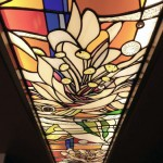 アルカディア歯科・町田 ステンドグラス、パウダーブースのステンドグラスを上から見下げた