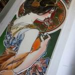 ミュシャ・桜草のステンドグラス 頬に彩色