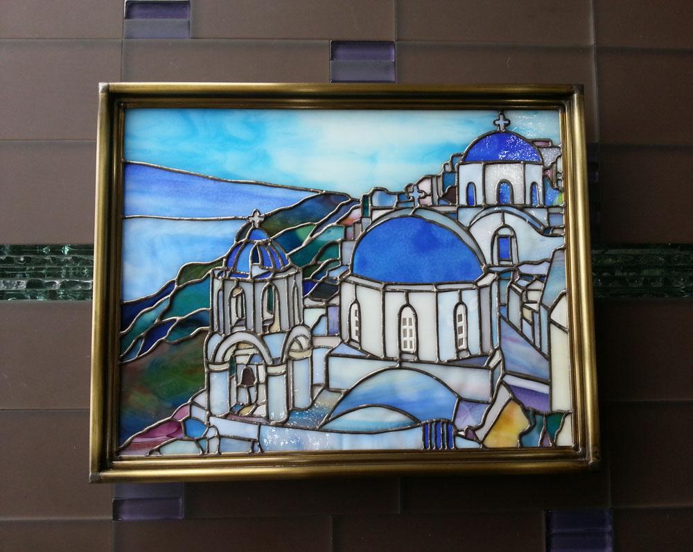 サントリーニ島の風景、額装して壁掛けで鑑賞するためのステンドグラスパネル